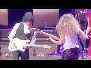 Jeff Beck with Beth Hart  Going down
